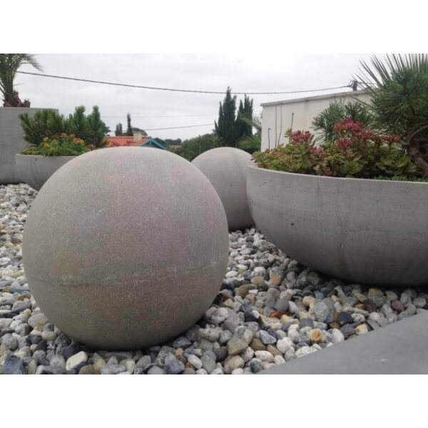 Boule design beton for Boule deco jardin