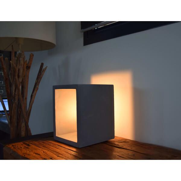 lampe b ton carr e. Black Bedroom Furniture Sets. Home Design Ideas